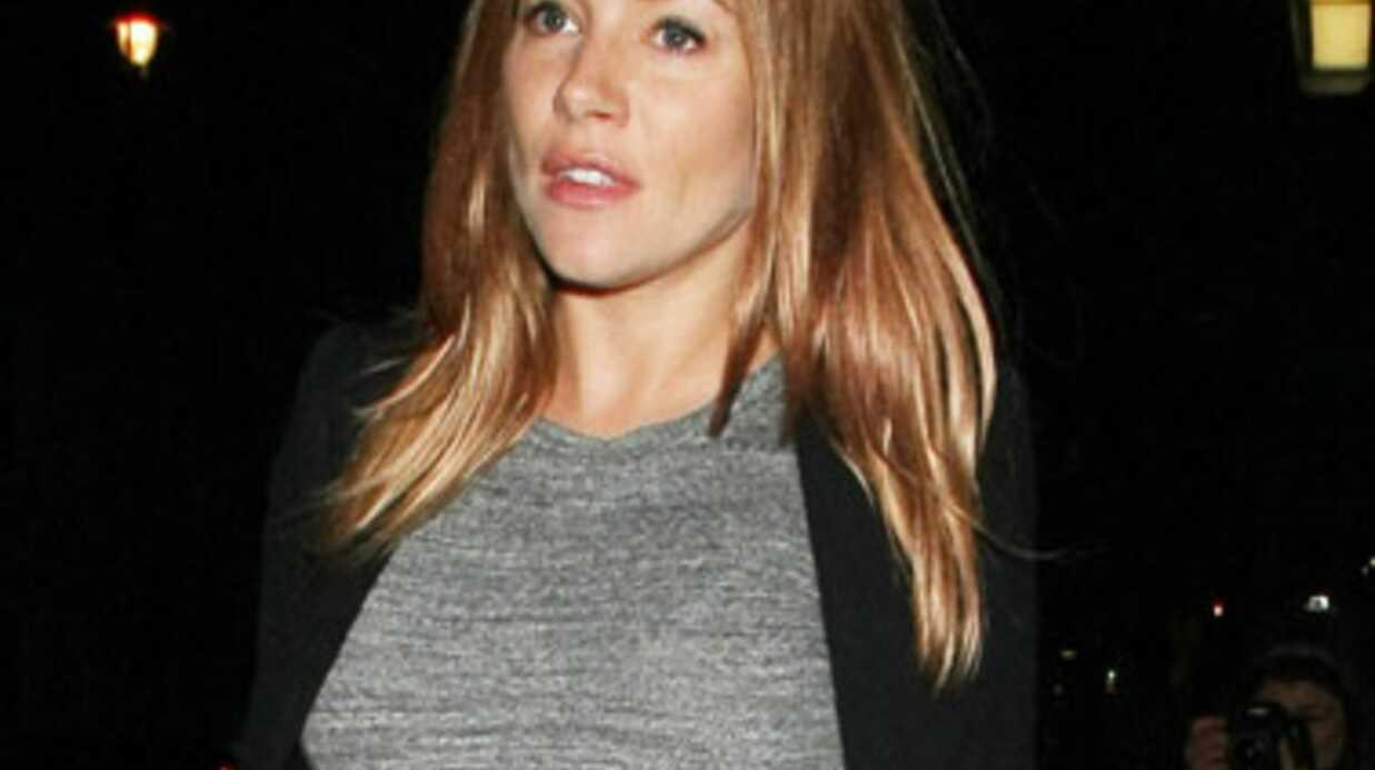 LOOK Enceinte, Sienna Miller opte pour le confort