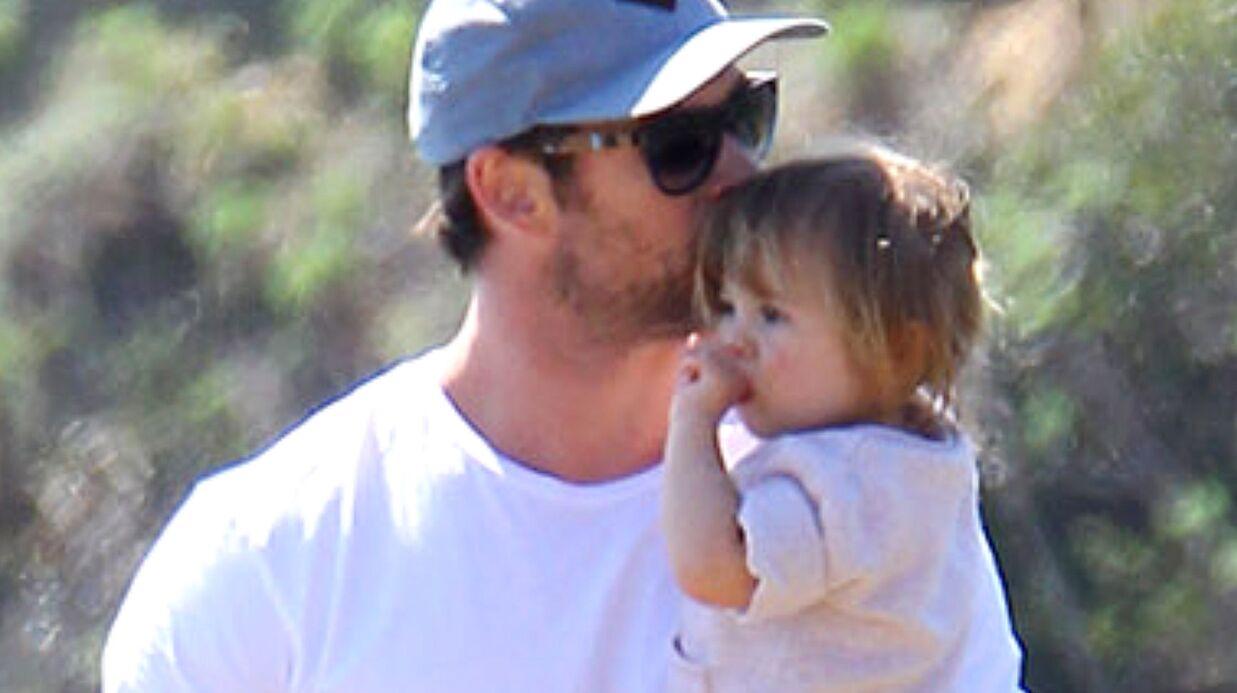 PHOTOS Chris Hemsworth: papa modèle avec sa fille à la plage
