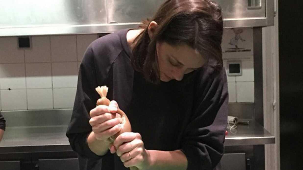 PHOTO Marion Cotillard joue les commis de luxe dans les cuisines de Jean Imbert