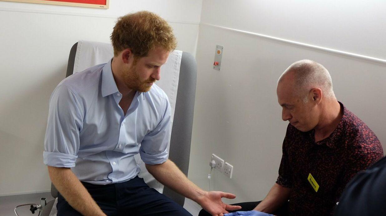 Le Prince Harry se fait dépister du VIH en direct sur Facebook