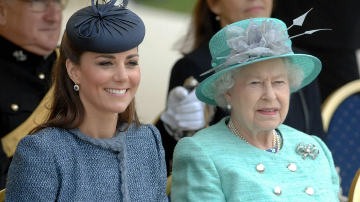 PHOTOS Kate Middleton et la reine très proches en public