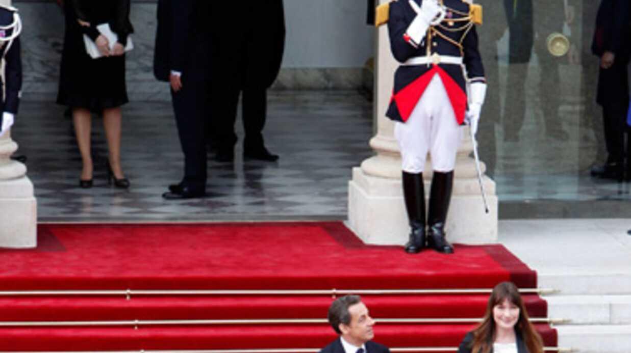 PHOTOS – VIDEO Nicolas Sarkozy et Carla Bruni: leur départ de l'Elysée