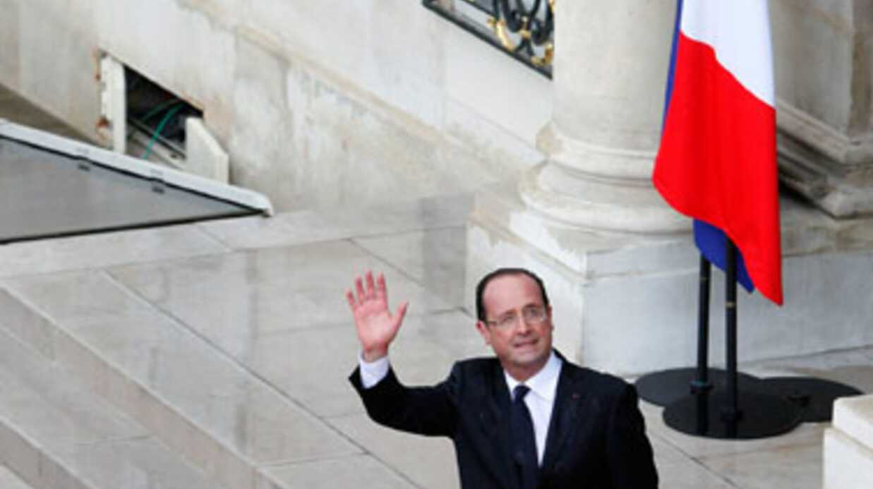 François Hollande : son avion touché par la foudre, retour à Paris