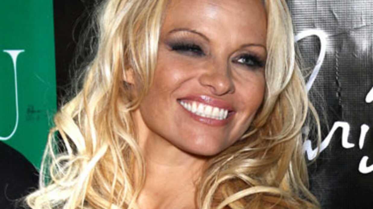 Pamela Anderson dans le rôle de Marie, mère de Dieu