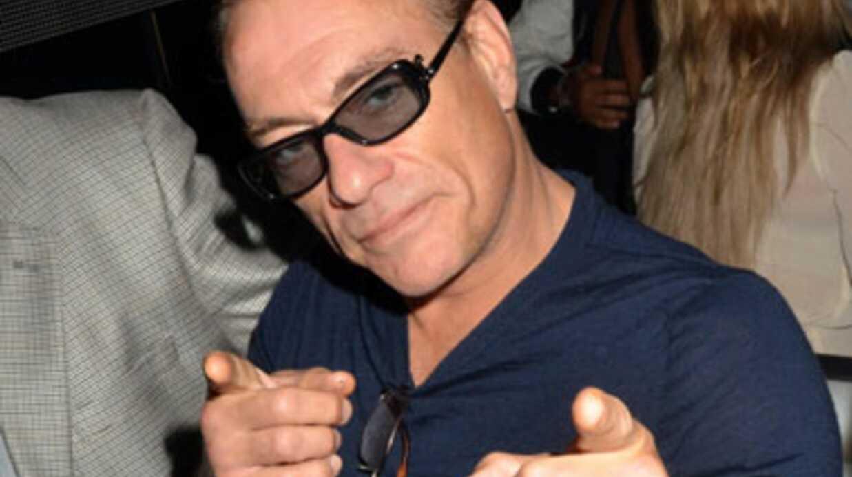 Jean-Claude Van Damme montre sa souplesse dans une pub Volvo
