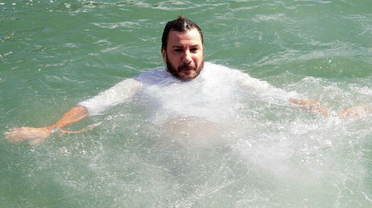 PHOTOS Michaël Youn saute tout habillé dans le port de la Rochelle pour la promo d'un téléfilm