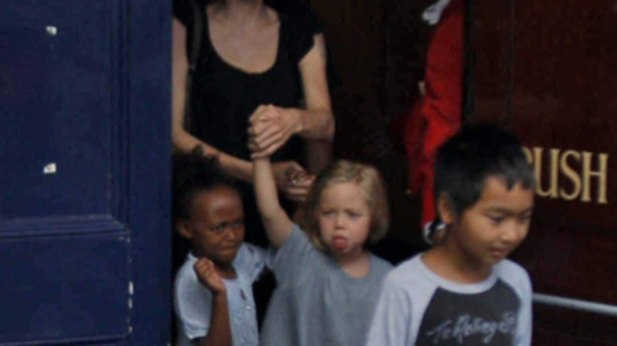 DIAPO Angelina Jolie et ses enfants à la comédie musicale Shrek