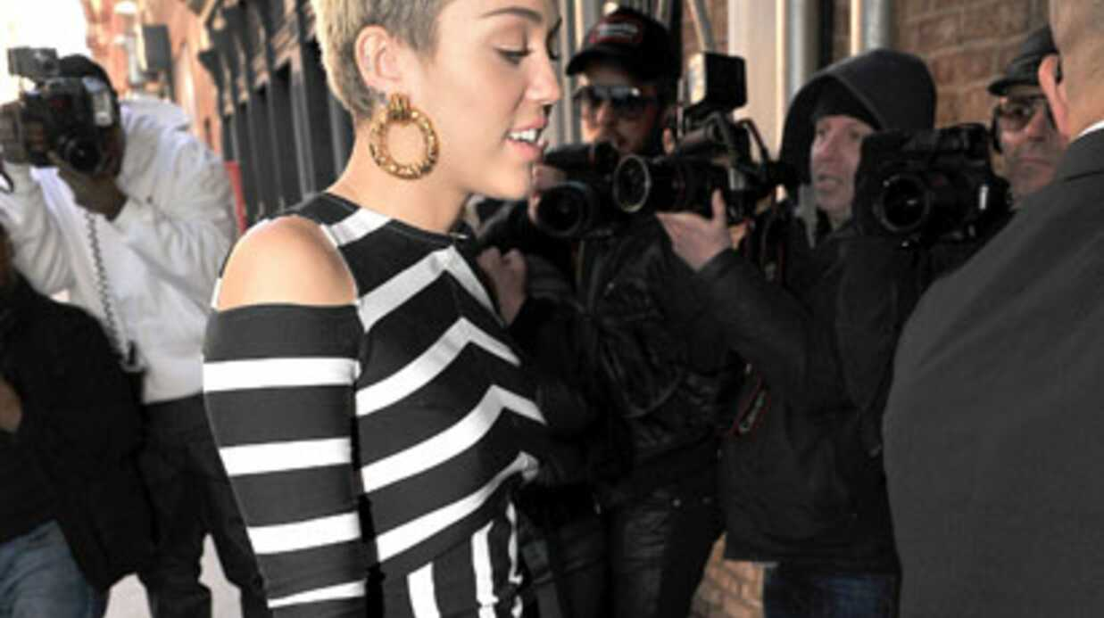 LOOK Miley Cyrus en robe étrange à New York