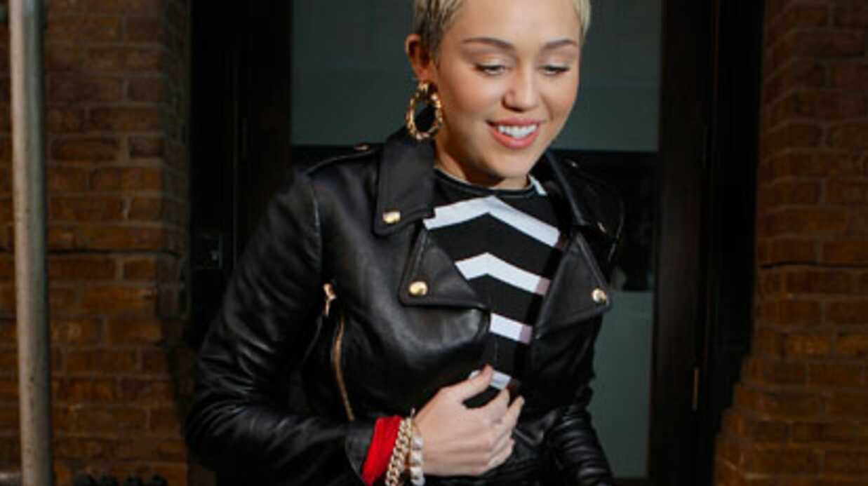 LOOK Miley Cyrus en robe étrange à New York