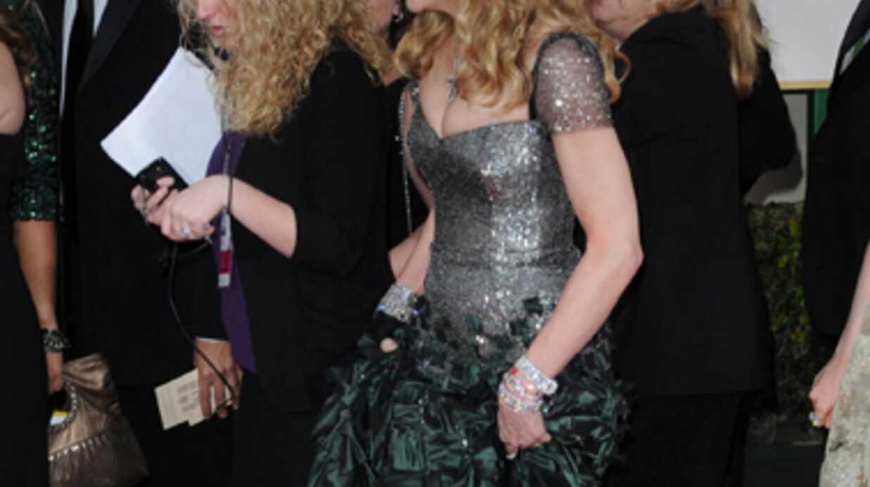 PHOTOS Jessica Biel: Madonna piétine sa robe sur le red carpet