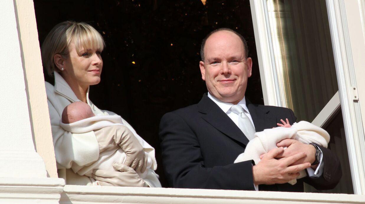Les premiers pas de ses jumeaux, leurs premiers mots: Albert II de Monaco se confie