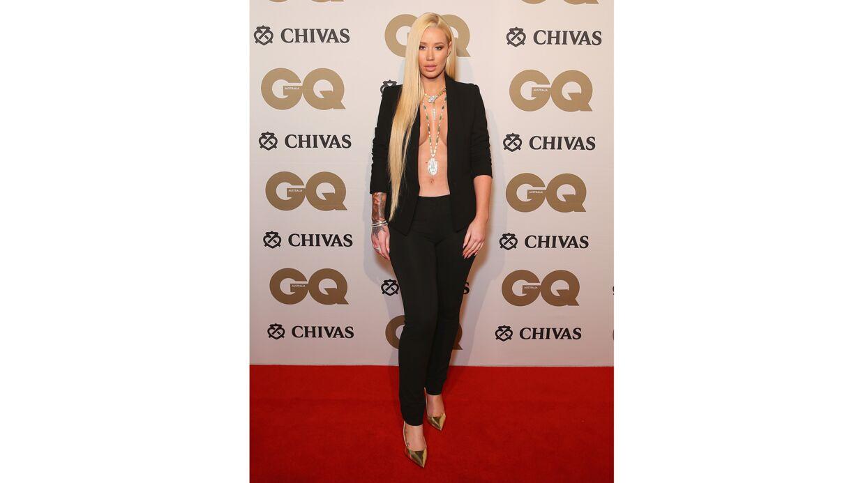 PHOTOS Iggy Azalea dévoile son opulente poitrine en veste ouverte à une soirée