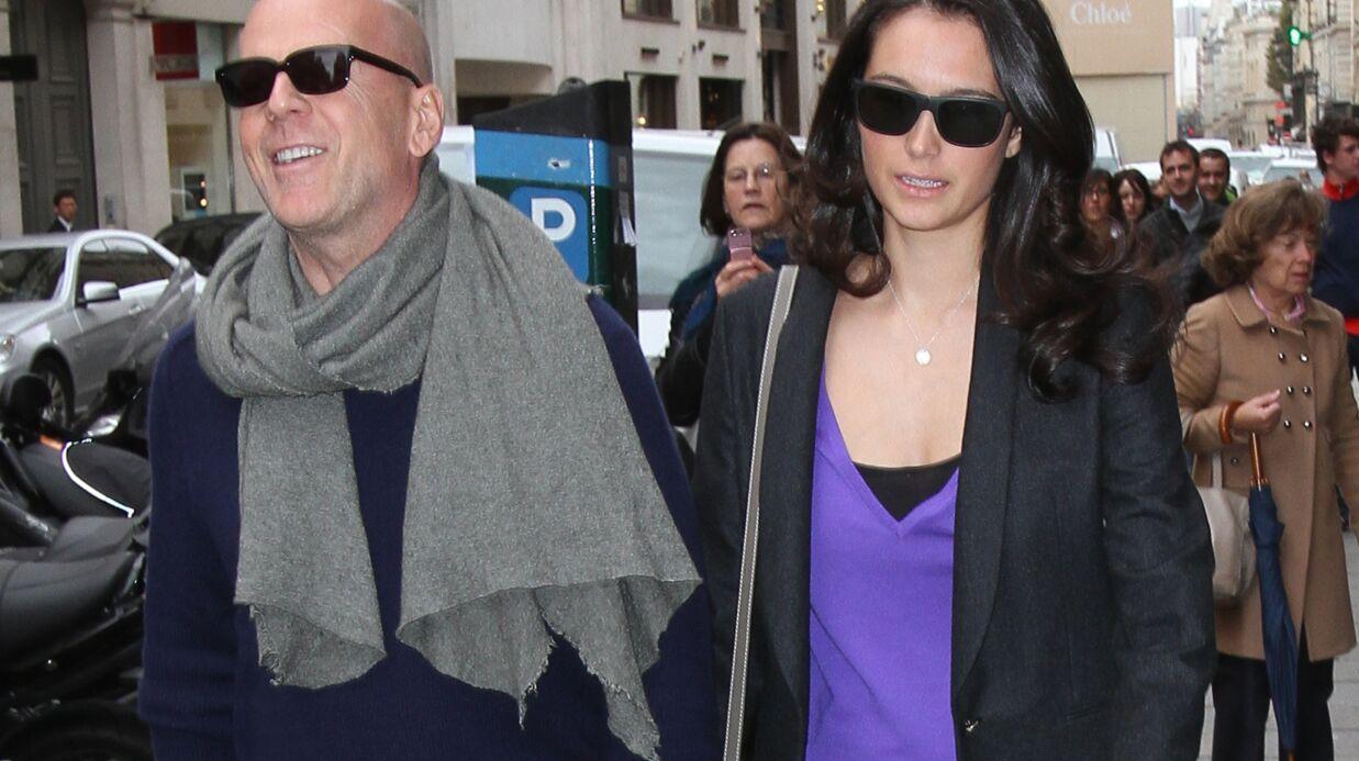 DIAPO Bruce Willis et sa femme font du shopping à Paris