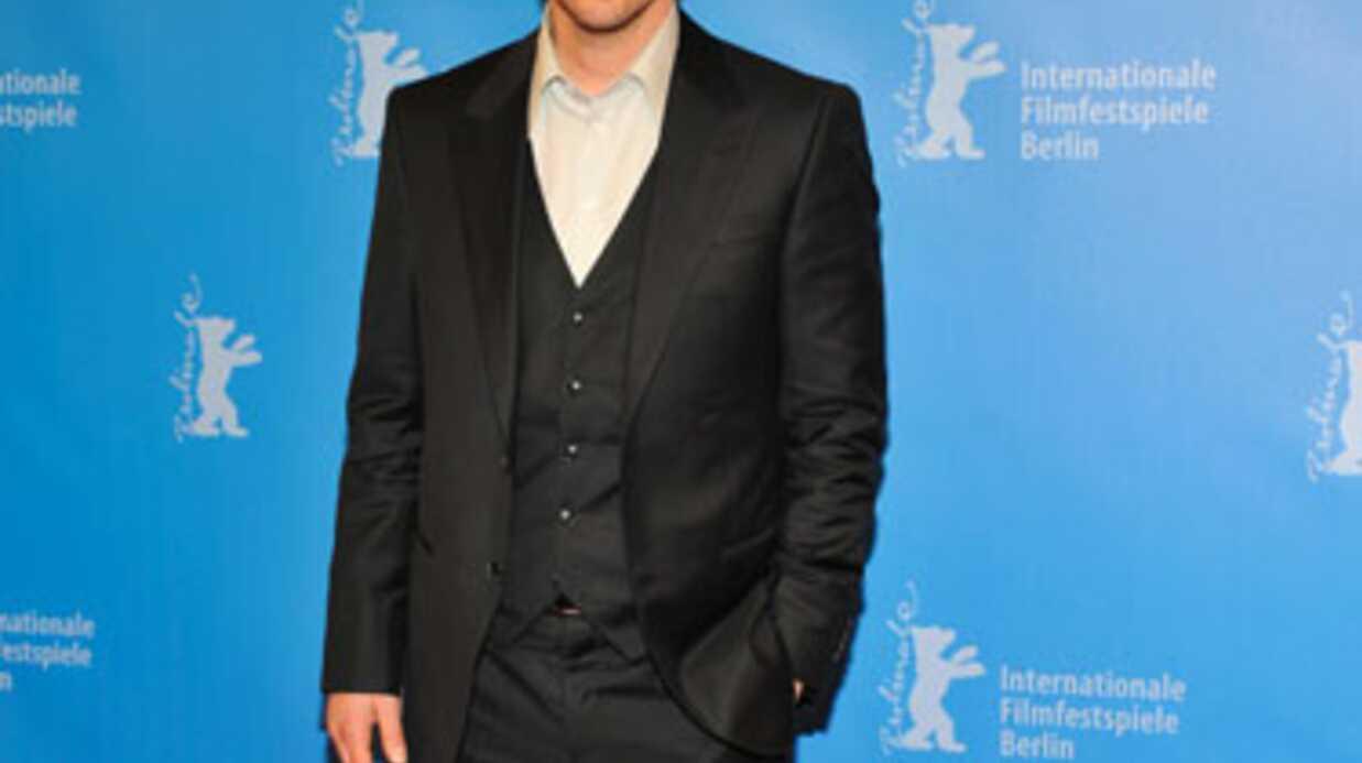 LOOK Keanu Reeves à Berlin: un gros problème de chaussures