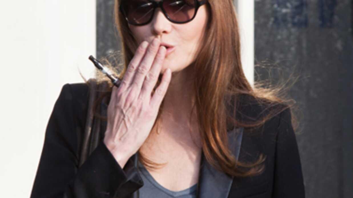 Carla Bruni accro à la cigarette électronique