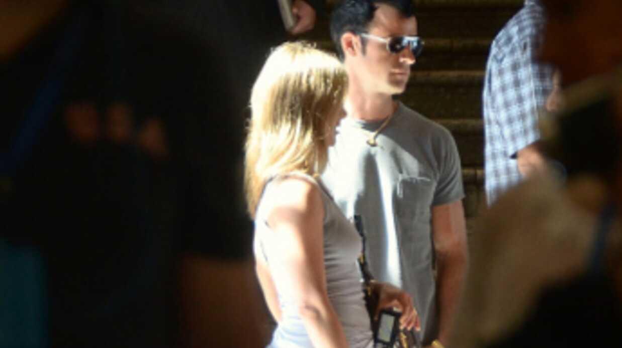PHOTOS Jennifer Aniston enfreint les règles du Vatican