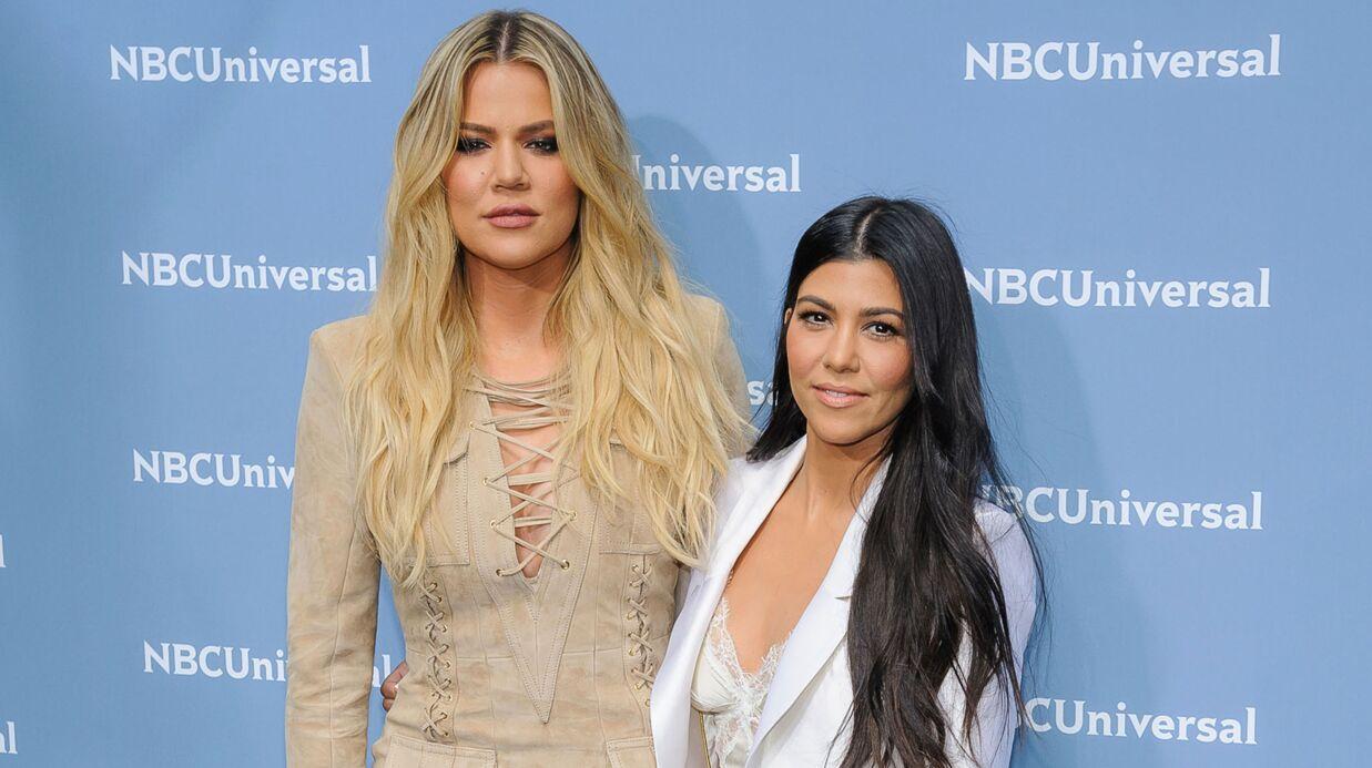 PHOTOS Kourtney et Khloé Kardashian s'éclatent topless en costume de sirène