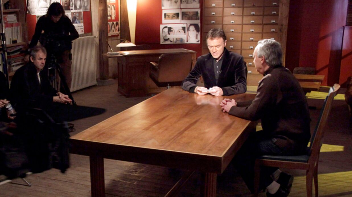 Faites entrer l'accusé: la nouvelle animatrice recadre Christophe Hondelatte