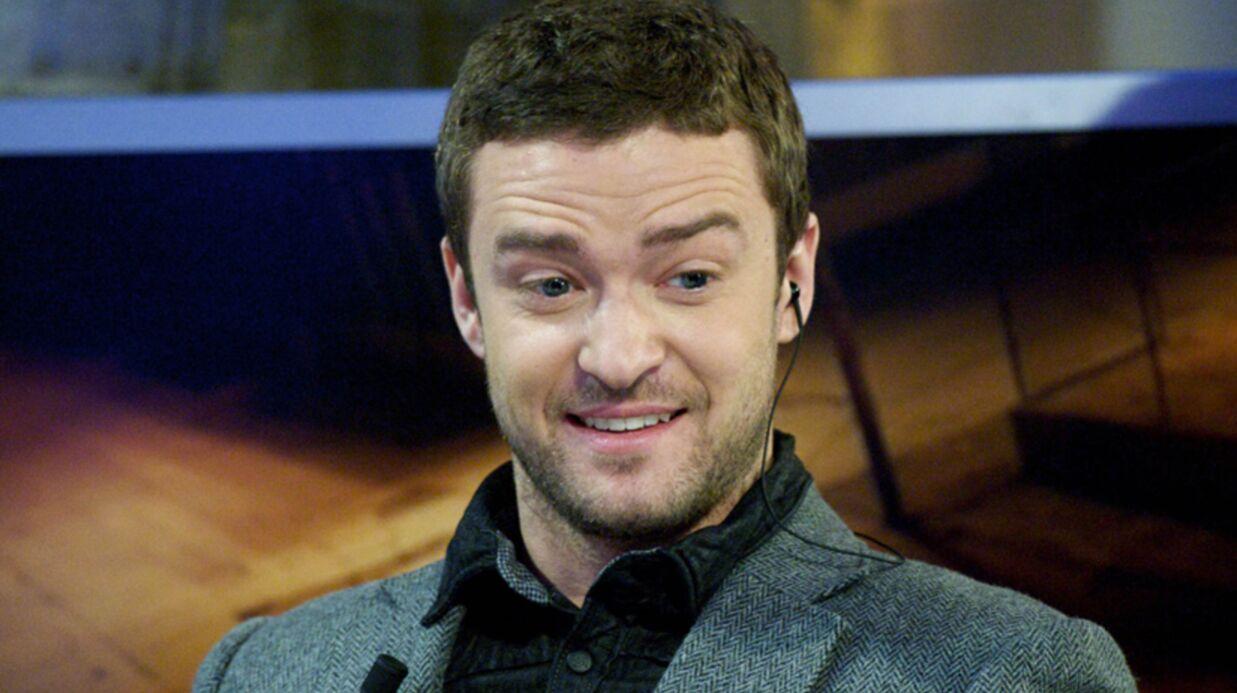 PHOTO Justin Timberlake assailli par des centaines de Père Noël