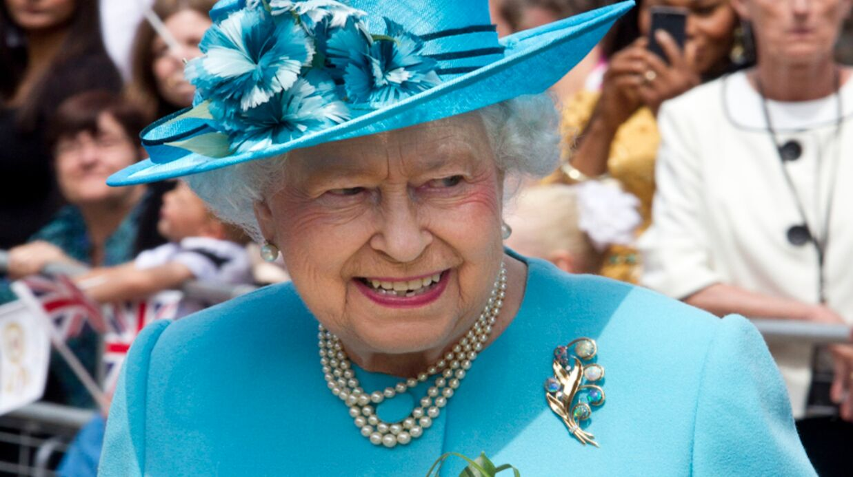Elizabeth II et son salut nazi en une du journal The Sun: Buckingham Palace réagit