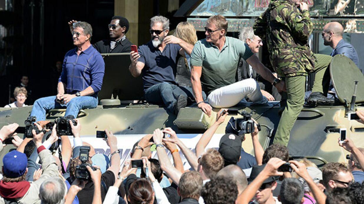 PHOTOS Cannes: Stallone, Schwarzenegger et leurs copains débarquent en char d'assaut