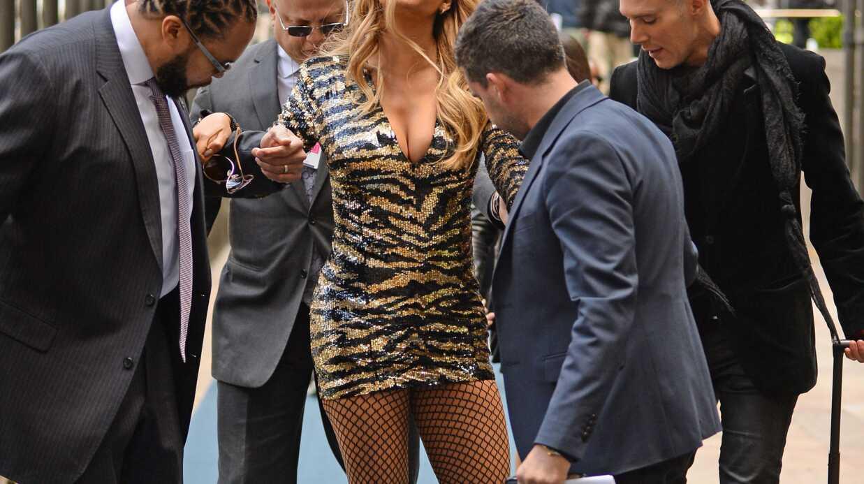 PHOTOS Mariah Carey frôle une belle chute à cause de ses talons