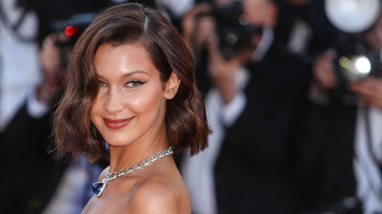 Cannes 2017: Bella Hadid attrape la poitrine d'Emily Ratajkowski lors d'une danse très sexy