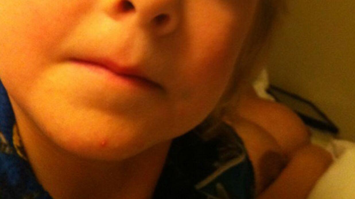 PHOTO Tori Spelling topless sur Twitter à cause d'une erreur de son mec