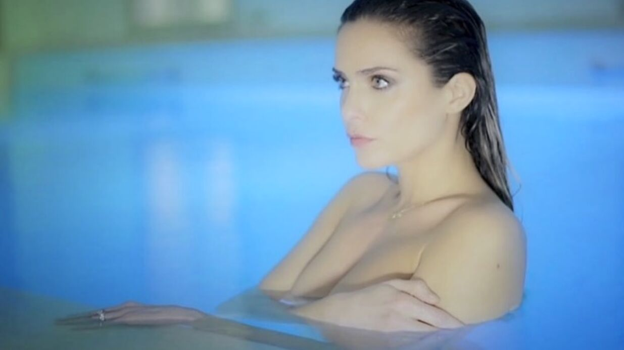 VIDEO Clara Morgane topless dans le making-of de son calen­drier sexy