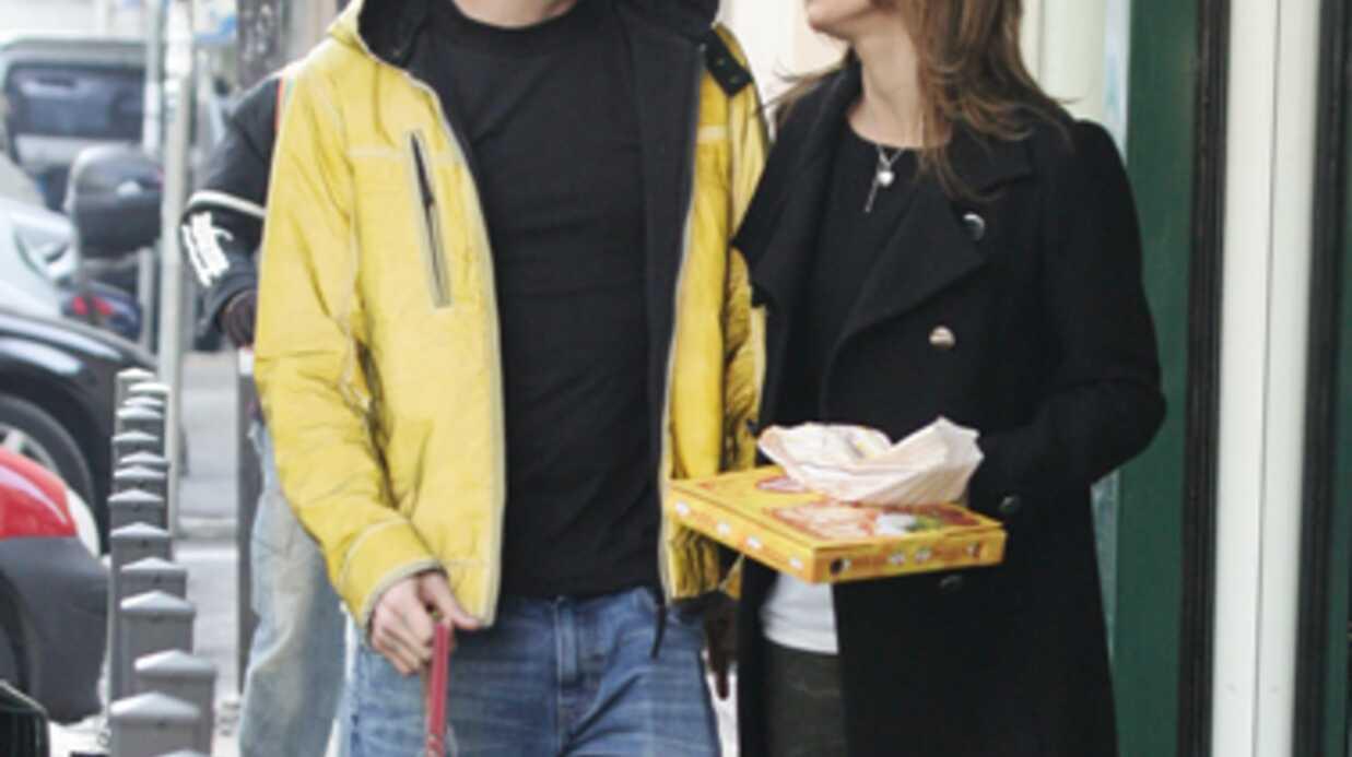 Elisabetta Canalis plaquée par Steve-O (Jackass)