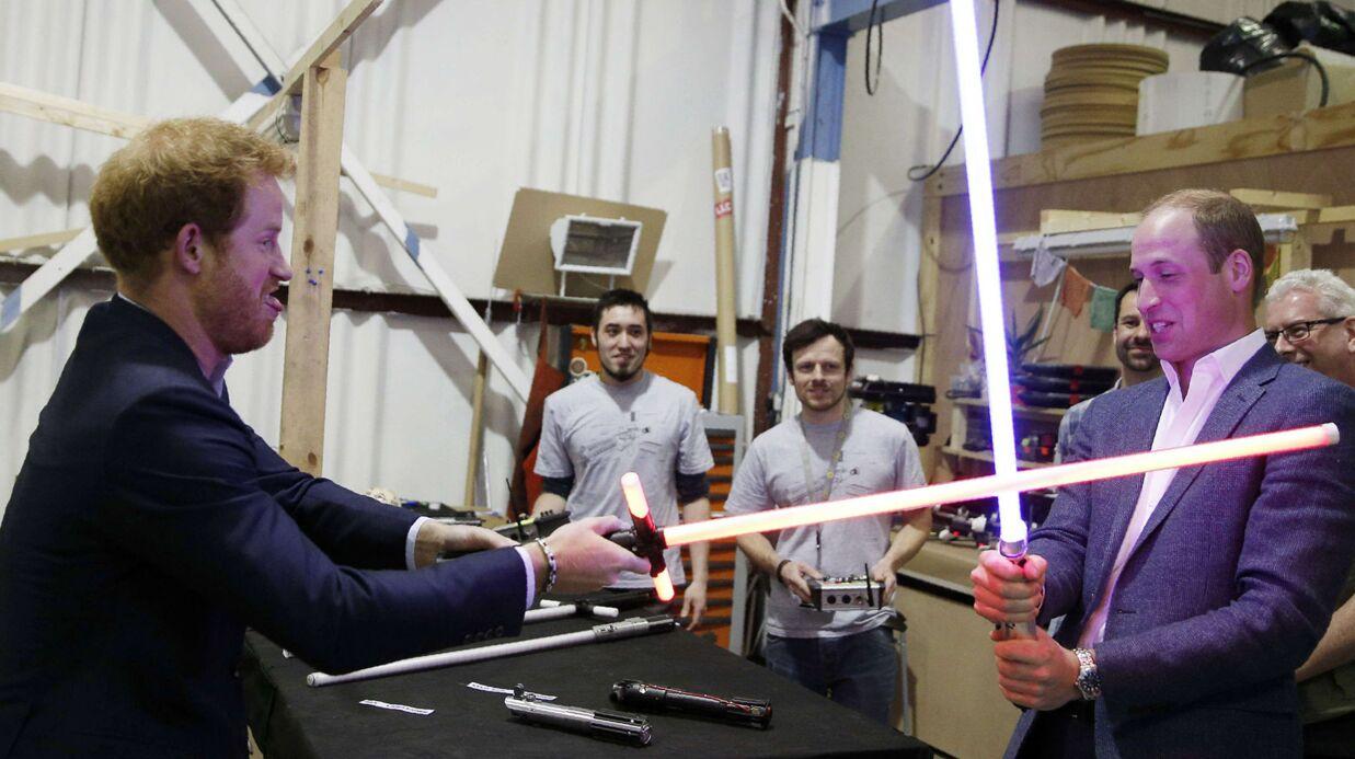 PHOTOS Les princes William et Harry s'éclatent comme des gamins sur le tournage de Star Wars