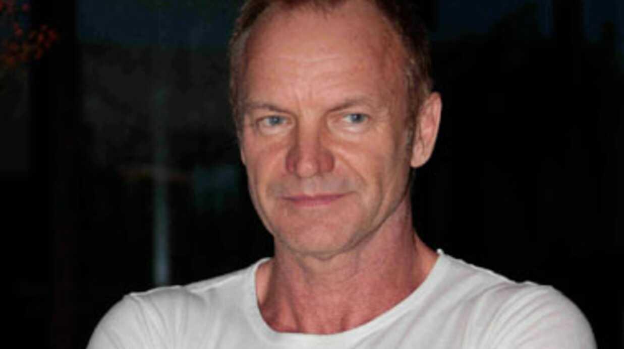 VIDEO Sting s'invite dans un karaoké (et déchire tout)