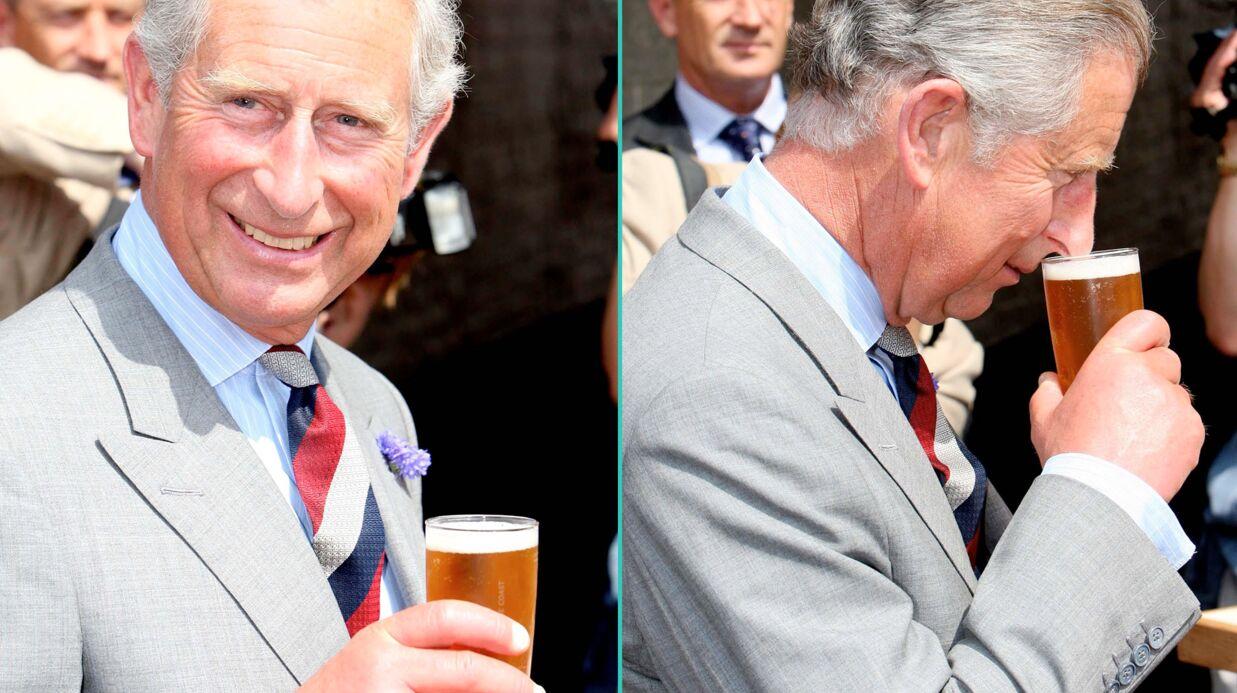 Le prince Charles paie une tournée générale à tout un village!