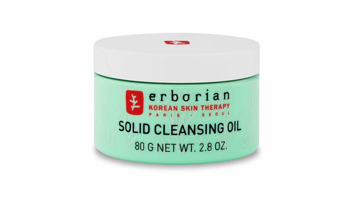 Se démaquiller quand on a la peau sensible: quels produits utiliser?