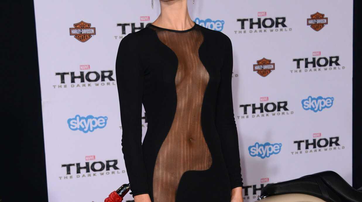 Jaimie Alexander (Thor) embarrassée par sa robe trop sexy