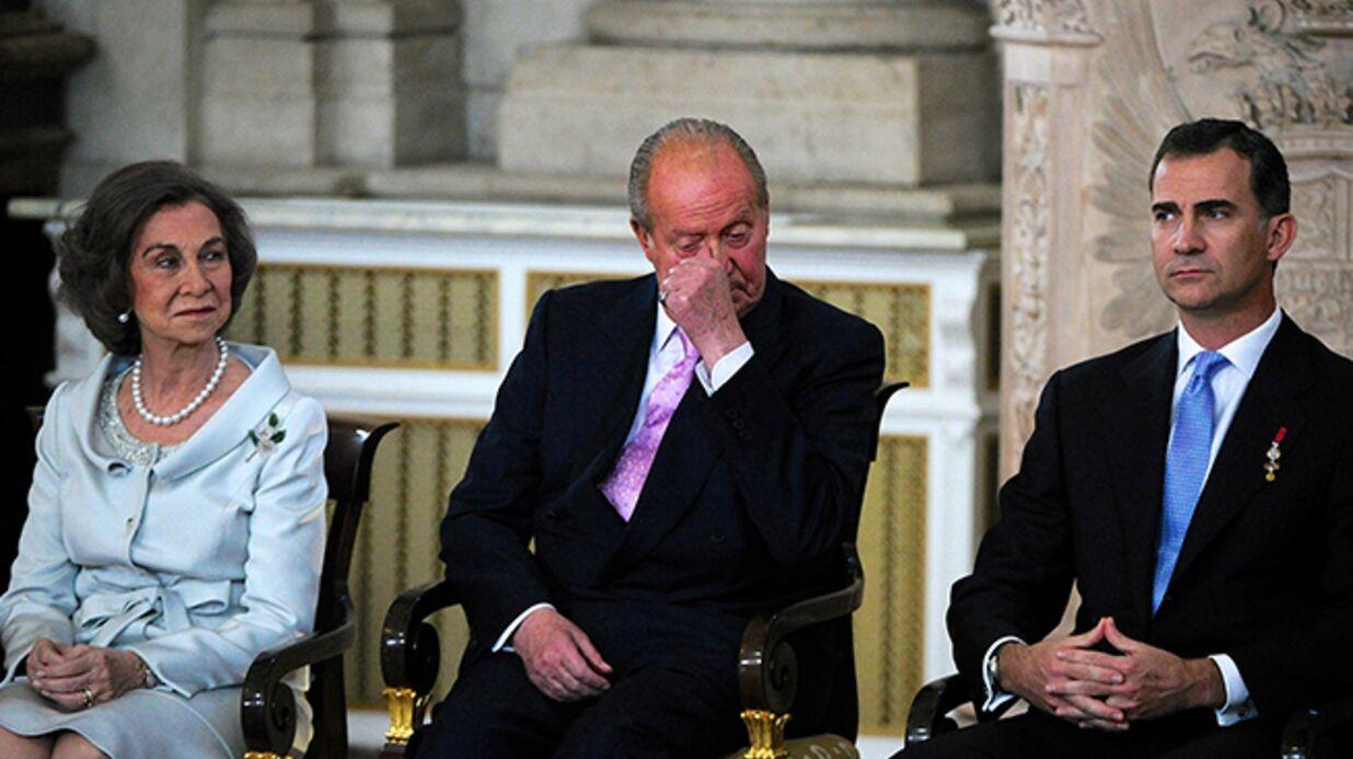 DIAPO Juan Carlos 1er d'Espagne très ému lors de son abdication
