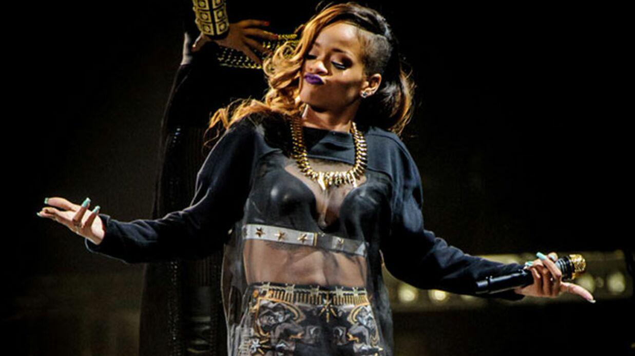 DIAPO Les 10 poses les plus étranges de Rihanna à son concert de Toronto