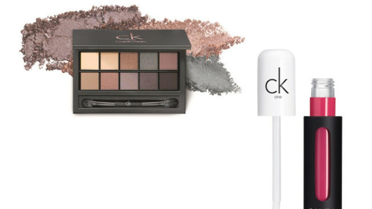 Regard nude et lèvres pop chez Calvin Klein