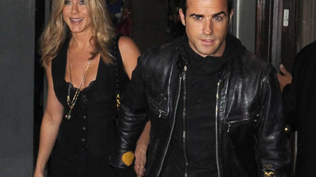 LOOK Jennifer Aniston copie le style de Justin Theroux