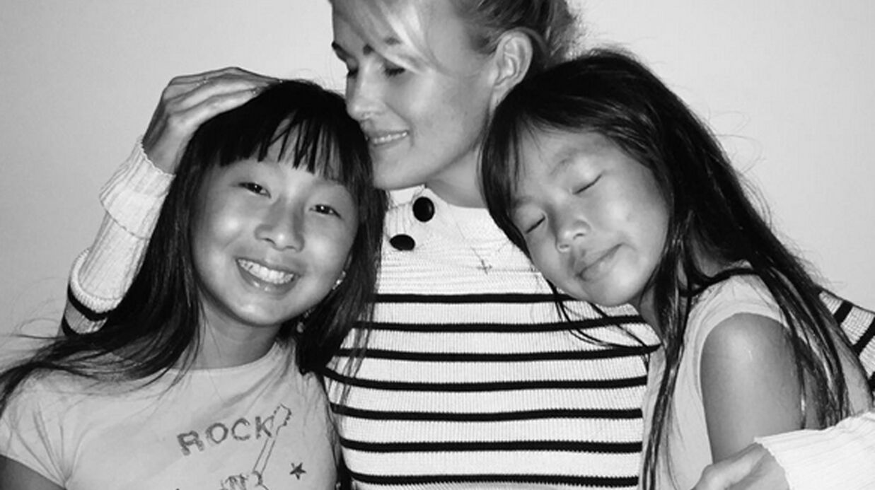 PHOTO Retrouvailles touchantes entre Laeticia Hallyday et ses filles, Jade et Joy