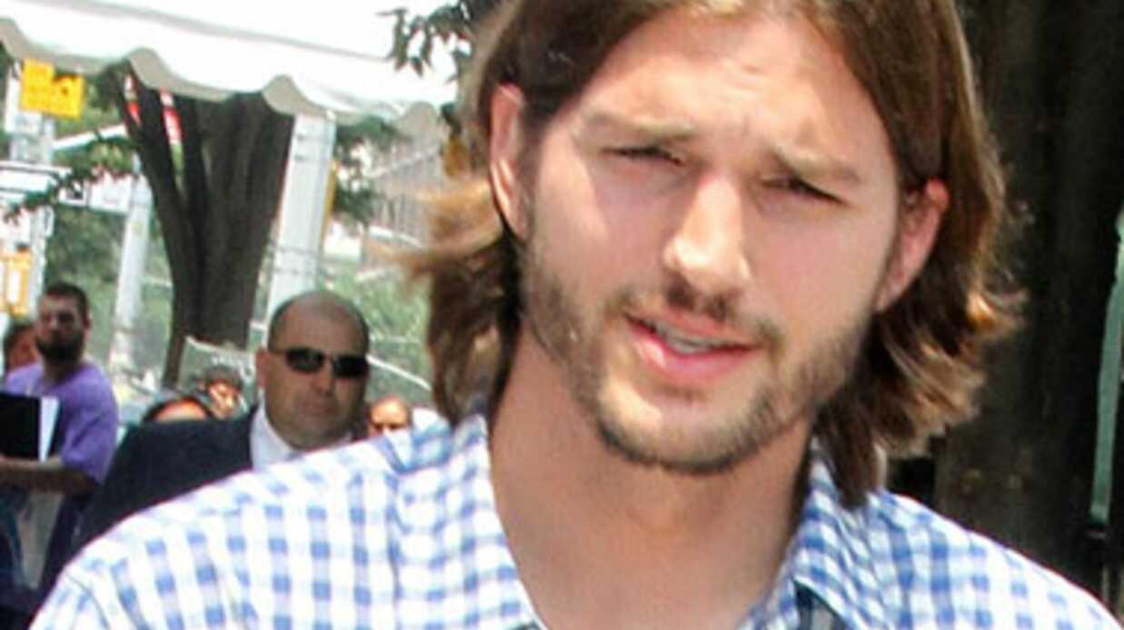 Charlie Sheen et Ashton Kutcher se réconcilient en coulisses