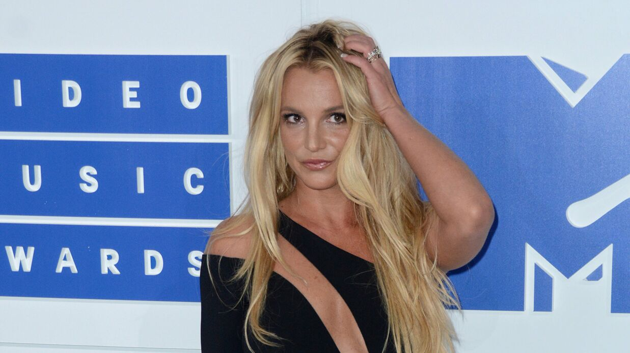 VIDEO Britney Spears danse devant sa glace et dévoile son corps sexy