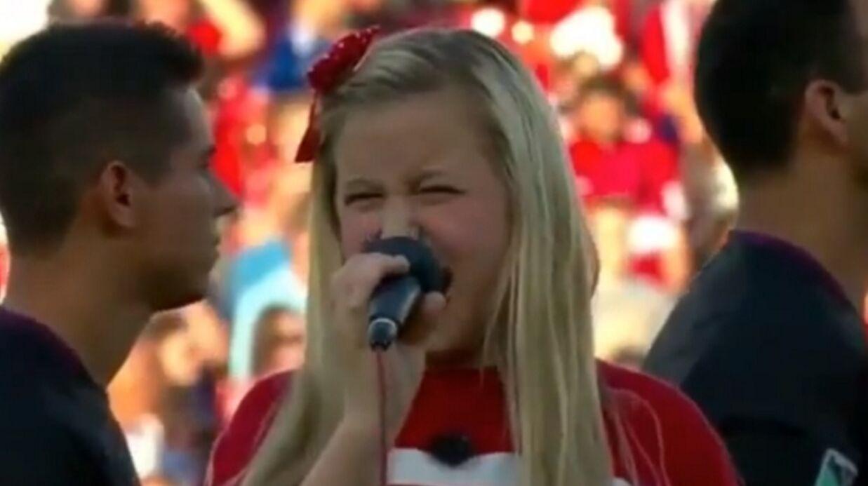 Christina Aguilera console une petite fille qui a massacré l'hymne américain