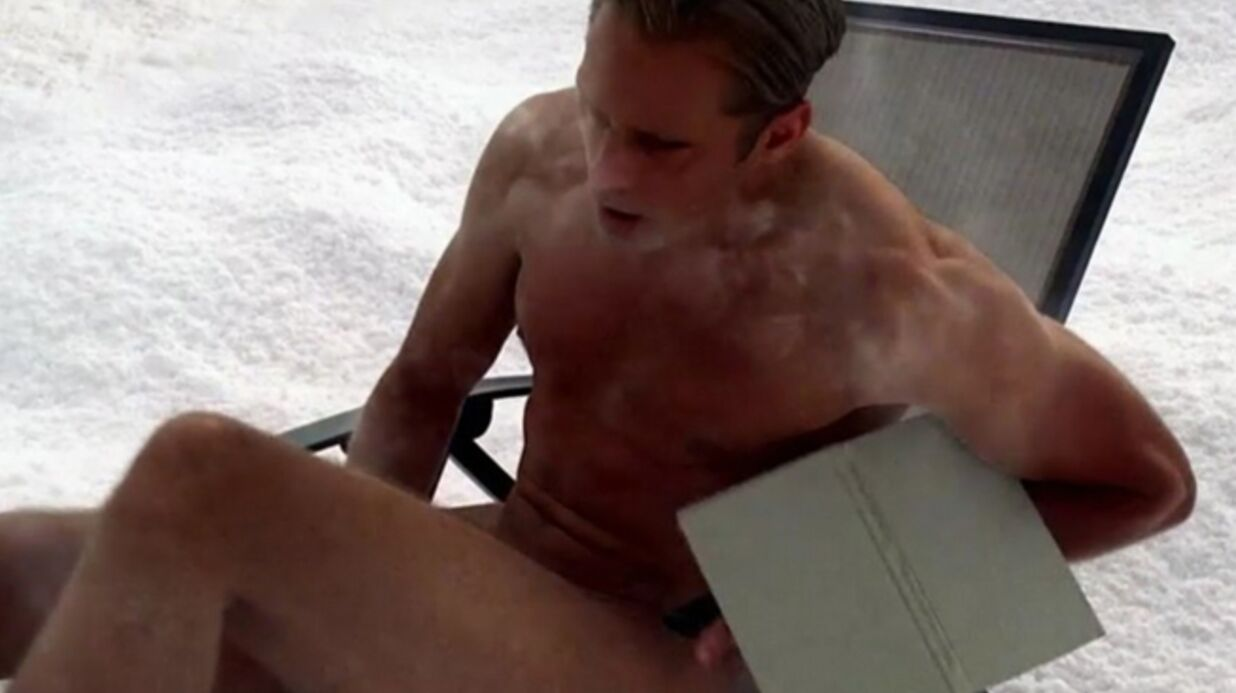 PHOTOS Alexan­der Skarsgård entiè­re­ment nu pour True Blood