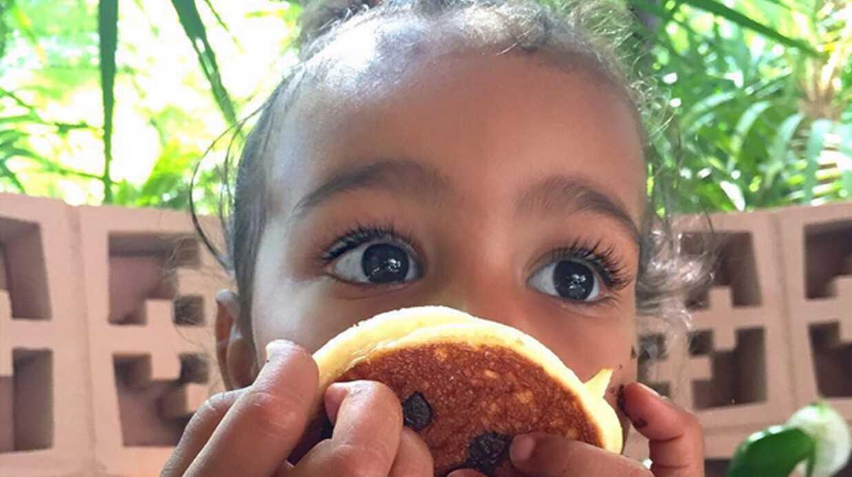 PHOTOS Kim Kardashian poste une photo de sa fille North toute barbouillée de chocolat