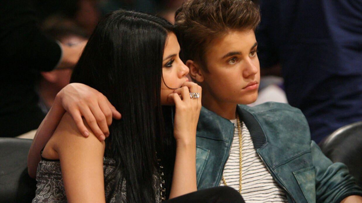 Justin Bieber et Selena Gomez s'embrassent aux AMA