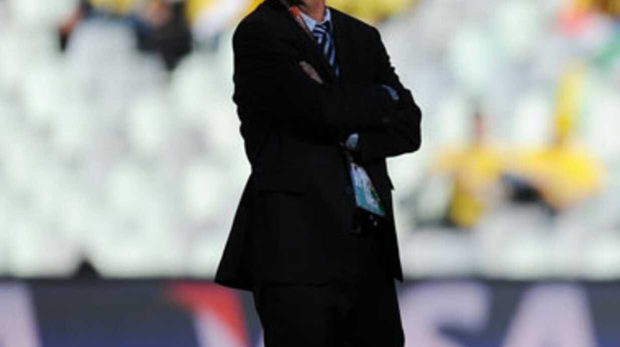 Raymond Domenech regrette d'avoir demandé la main d'Estelle Denis en direct