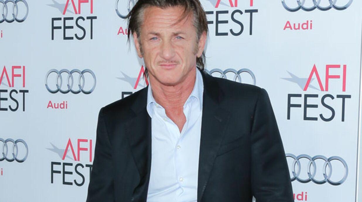 Sean Penn s'en prend violemment à un fan qui voulait le photographier
