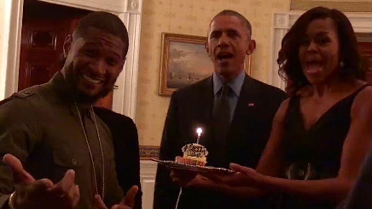 VIDEO Usher : Barack et Michelle Obama lui font une surprise d'an­ni­ver­saire
