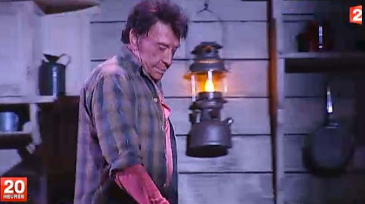 Johnny Hallyday porte-t-il un oreillette pour jouer au théâtre?